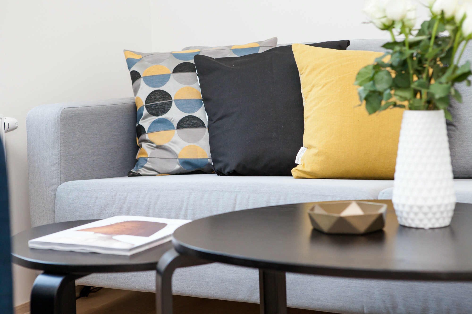 A couch with yellow and blue
